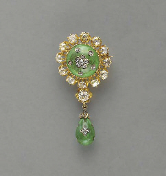 AN ANTIQUE DIAMOND, EMERALD, GOLD AND SILVER PENDANT BROOCH