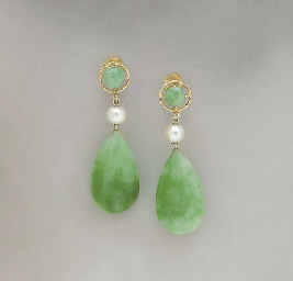A PAIR OF JADE, CULTURED PEARL