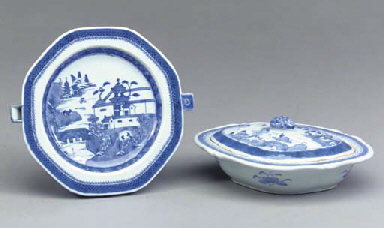 A CHINESE EXPORT PORCELAIN CAN