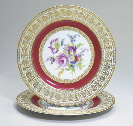 TWELVE GERMAN PORCELAIN TRANSFER-DECORATED SERVICE PLATES,