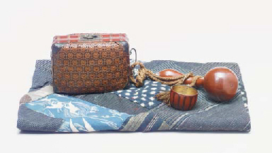 A GROUP OF PICNIC WARES,