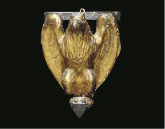 A PAIR OF CARVED GILTWOOD EAGL