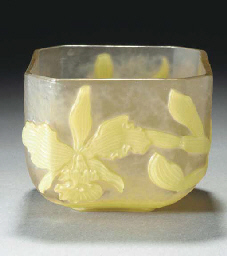 A CARVED CAMEO GLASS BOWL