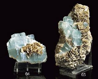 A large aquamarine crystal spe