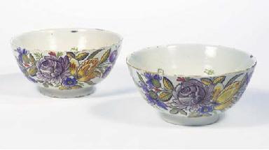 A pair of Dutch Delft floral b