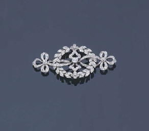 AN EDWARDIAN DIAMOND BROOCH