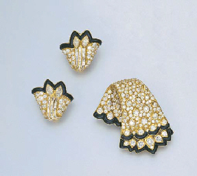 A SET OF DIAMOND AND ONYX JEWE