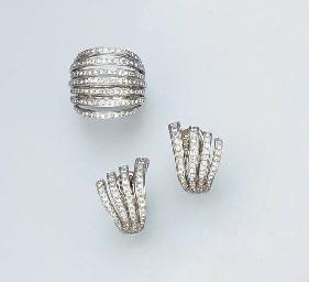 A SET OF DIAMOND JEWELLERY