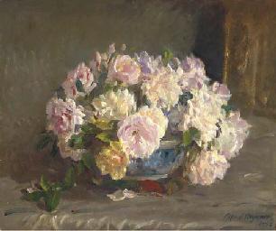 Pink roses in a porcelain bowl