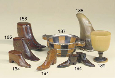 A Victorian treen shoe snuff b
