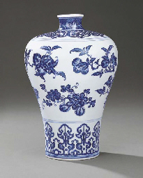 A SUPERB MING-STYLE BLUE AND W