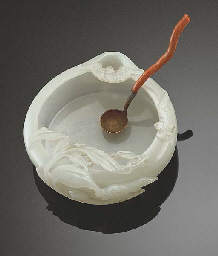 A FINELY CARVED WHITE JADE PEA