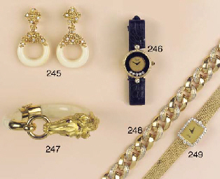 (9)  A COLLECTION OF JEWELLERY