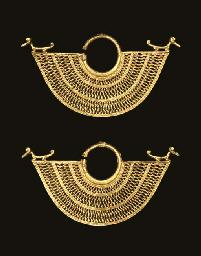 A PAIR OF SINU GOLD EARRINGS