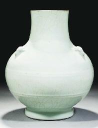 A Ru-type hu-shaped vase, 18th