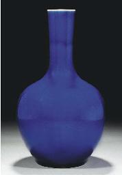 A blue glazed bottle vase, 18t