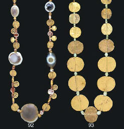 A NEAR EASTERN GOLD AND FAIENCE BEAD NECKLACE