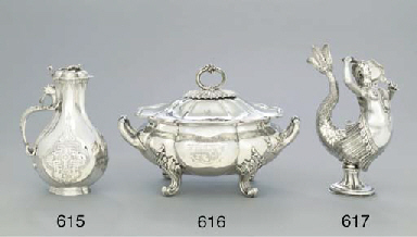 A William IV silver soup-turee