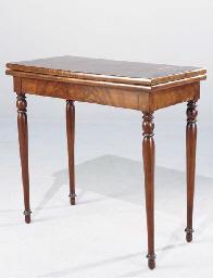 TABLE A JEU DE STYLE LOUIS-PHI