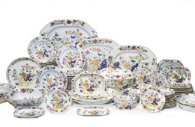 partie de service de table en porcelaine anglaise masons du xix me siecle circa 1820. Black Bedroom Furniture Sets. Home Design Ideas