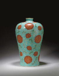 A RARE LARGE IRON-RED AND GILT-DECORATED TURQUOISE-GROUND VASE, MEIPING