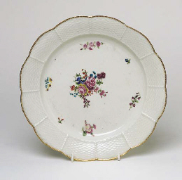A CHELSEA MOULDED PLATE