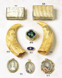 A GEORGE III MOURNING BROOCH