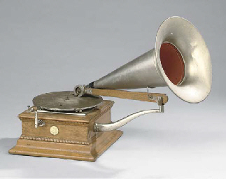 A travelling-arm Monarch Junior gramophone