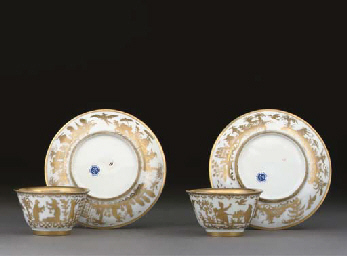 TWO BÖTTGER GOLDCHINESEN TEABOWLS AND TWO SAUCERS