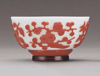A FINE RED GLASS OVERLAY BOWL