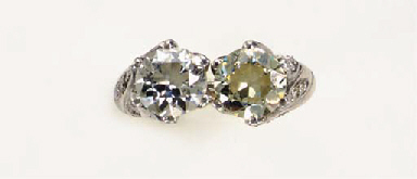 A TWIN-STONE DIAMOND AND PLATI