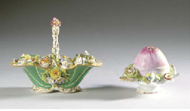 A GROUP OF ENGLISH PORCELAIN,