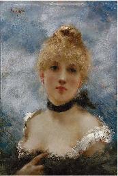 Giovane donna con foulard