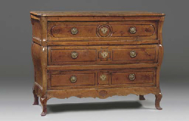 A FRENCH PROVINCIAL WALNUT COMMODE