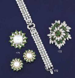 A diamond, emerald and mabé cu