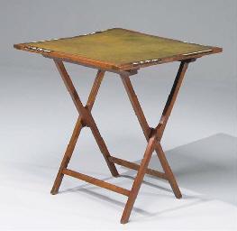 TABLE DE WHIST PLIANTE