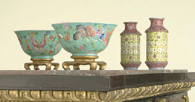 A PAIR OF CHINESE FAMILLE ROSE TURQUOISE-GROUND BOWLS AND A ...