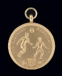 A 9CT GOLD 1984-85 F.A.CUP RUN