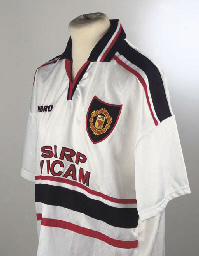 A WHITE MANCHESTER UNITED SHOR