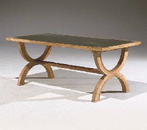 TABLE BASSE DES ANNEES 1940