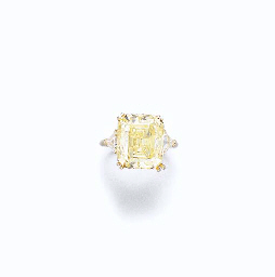 AN IMPORTANT COLORED DIAMOND RING