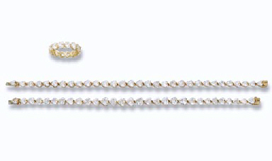 A HEART-SHAPED DIAMOND SET
