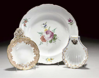A RUSSIAN (GARDNER) PLATE AND