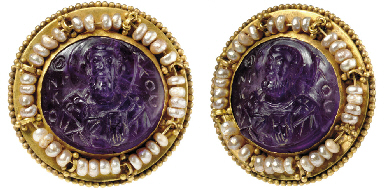 A BYZANTINE AMETHYST CAMEO IN A GOLD AND PEARL MOUNT