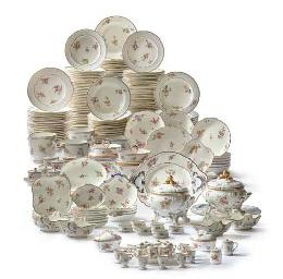 Partie de service de table composite en porcelaine tendre for Service de table pour noel