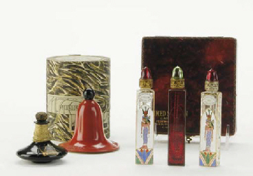 A GROUP OF VINTAGE PERFUME FLASKS