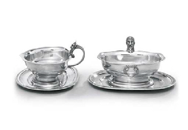 A PAIR OF FRENCH SILVER SAUCEB