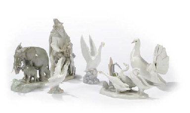 A GROUP OF LLADRO AND NAO FIGU