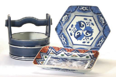 A GROUP OF JAPANESE BLUE AND WHITE WARES