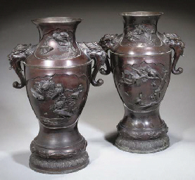 A LARGE PAIR OF JAPANESE BRONZE VASES, LATE 19TH CENTURY